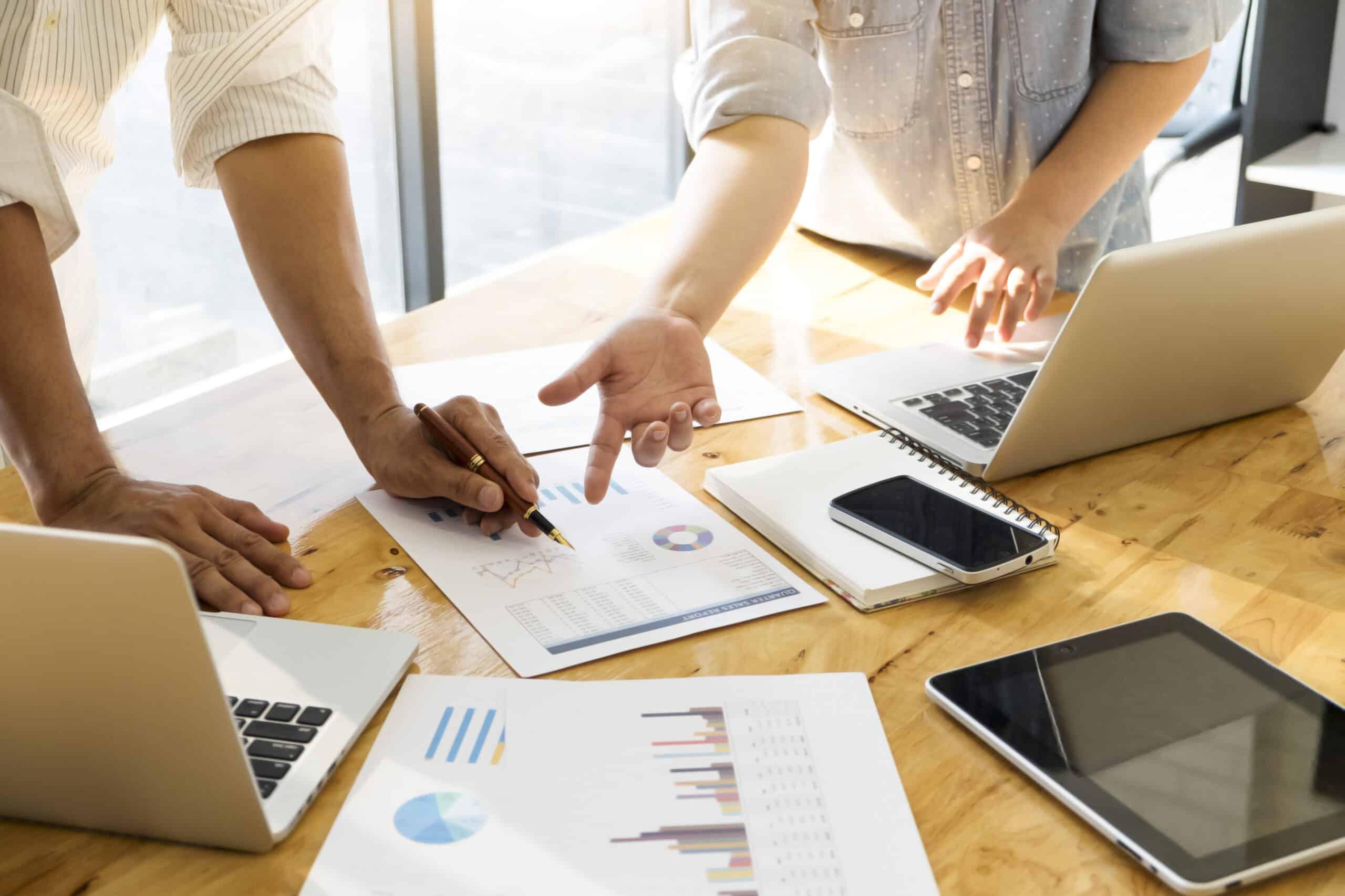 Reunión personas marketing digital